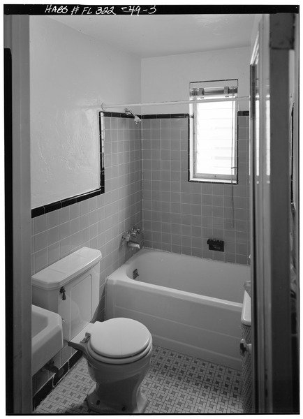 1211_PENNSYLVANIA_AVENUE,_SECOND_FLOOR_APARTMENT,_BATHROOM_-_Miami_Beach_Art_Deco_Historic_District,_Miami,_Miami-Dade_County,_FL_HABS_FLA,13-MIAM,5-57.tif
