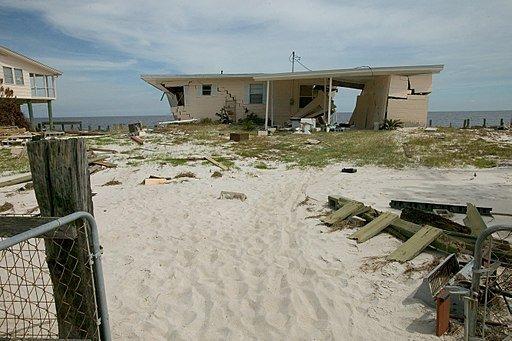 512px-Hurricane_Dennis_2005_damage
