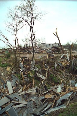 Hurricane_andrew_fema_13657